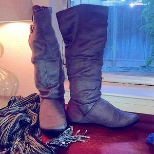 CANDIES Size 7, gray knee-high faux suede boots